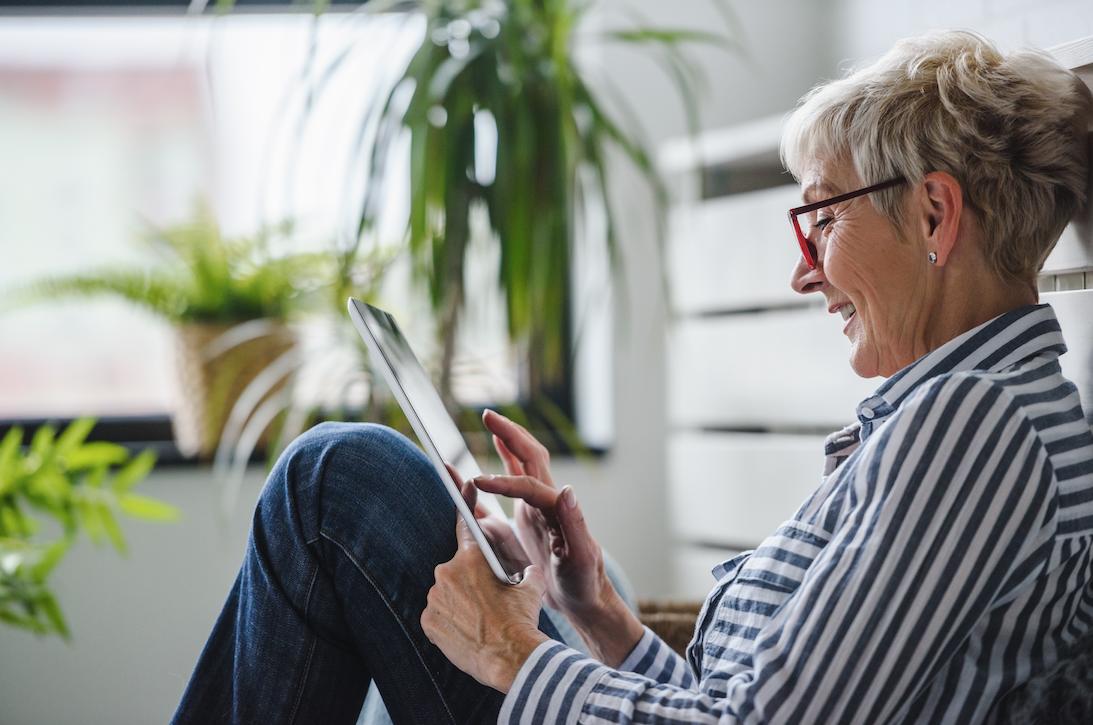 woman-older-phone-empty-nest-app